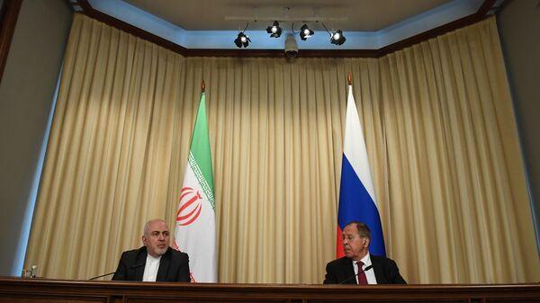Министр иностранных дел РФ Сергей Лавров и министр иностранных дел Исламской Республики Иран Мухаммад Джавад Зариф во время пресс-конференции
