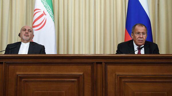 Министр иностранных дел РФ Сергей Лавров и министр иностранных дел Исламской Республики Иран Мухаммад Джавад Зариф на пресс-конференции