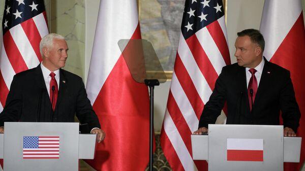 Президент Польши Анджей Дуда и вице-президент США Майк Пенс во время совместной пресс-конференции в Варшаве. 2 сентября 2019