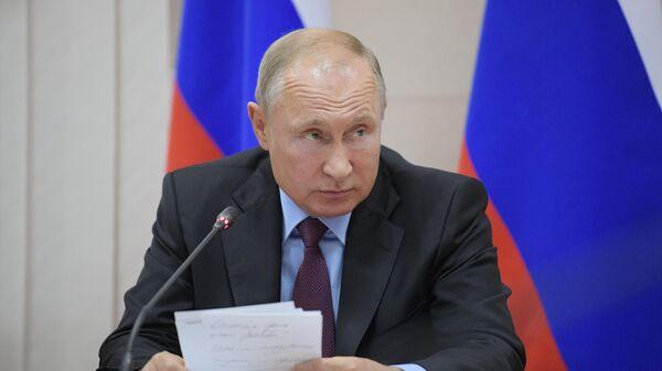 Президент РФ Владимир Путин проводит совещание о жилищном обеспечении граждан, пострадавших в ходе паводка на территории Иркутской области
