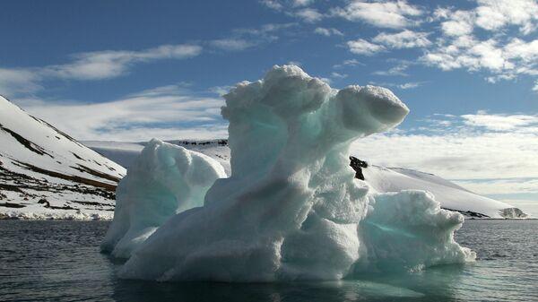 Айсберг в акватории архипелага Земля Франца-Иосифа