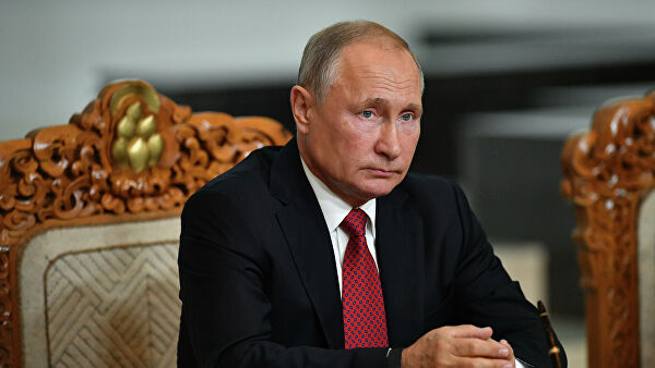 Президент РФ Владимир Путин на церемонии подписания совместных документов по итогам переговоров в Государственном дворце в Улан-Баторе