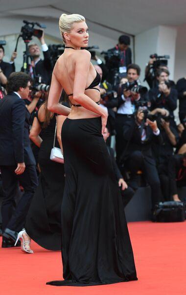 Шведская модель Эльза Хоск на красной дорожке церемонии открытия 76-го Венецианского международного кинофестиваля