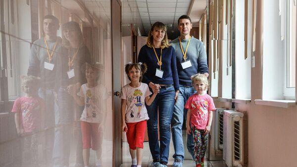 Кандидаты в приемные родители вместе с воспитанницами одного из детских домов