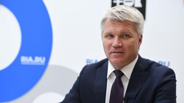 Министр спорта РФ Павел Колобков во время интервью на стенде МИА Россия сегодня на V Восточном экономическом форуме во Владивостоке