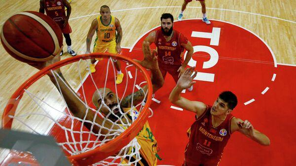 Игровой момент матча баскетбольного Кубка мира Бразилия - Черногория