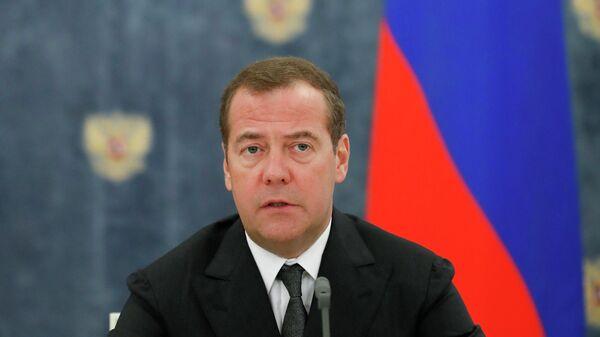 Председатель правительства РФ Дмитрий Медведев  во время заявления для прессы по итогам российско-белорусских переговоров