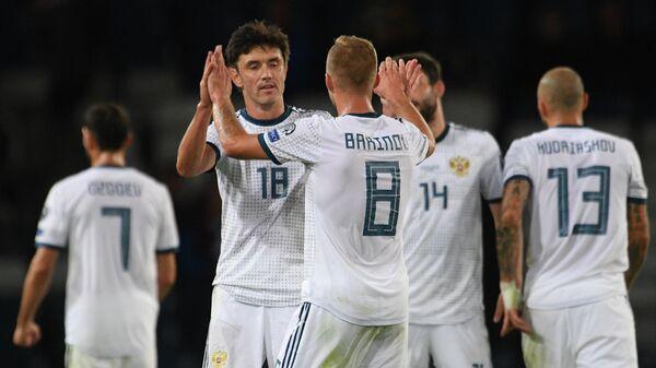 Футболисты сборной России Юрий Жирков (слева) и Дмитрий Баринов