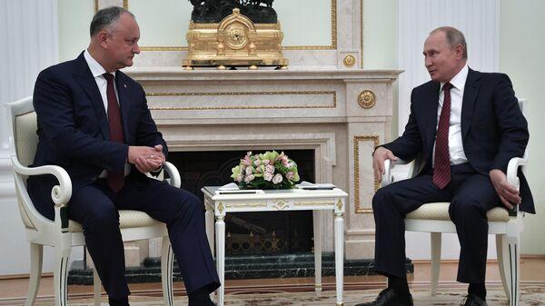 Президент РФ Владимир Путин и президент Молдавии Игорь Додон во время встречи