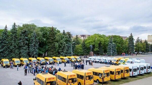 КЧР получила 32 автомобиля для школ и медчуреждений