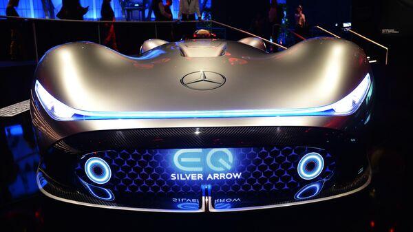 Автомобиль Mercedes-Benz Vision EQ Silver Arrow на международном автомобильном салоне во Франкфурте