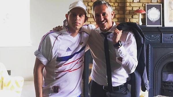 Экс-футболист сборной Англии Гари Линекер и его сын Харри