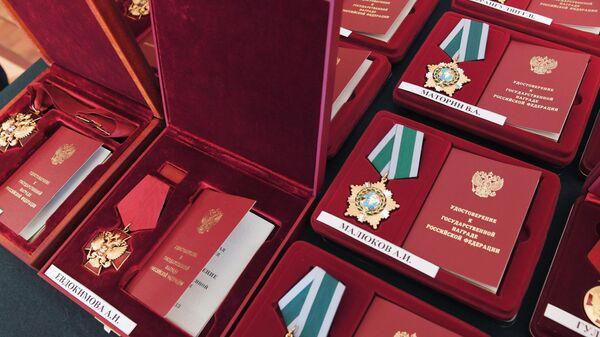 Ордена и медали на церемонии награждения деятелей культуры и искусства наградами РФ.