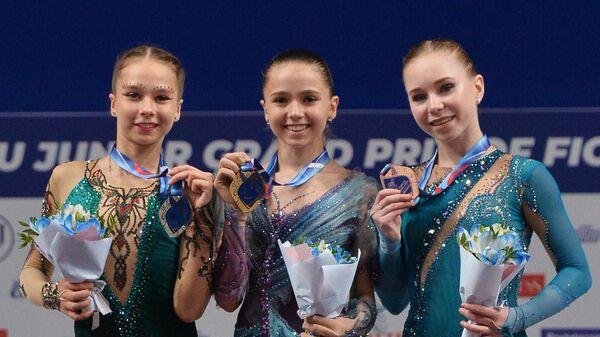 Ксения Синицына, Камила Валиева и Виктория Васильева (слева направо)