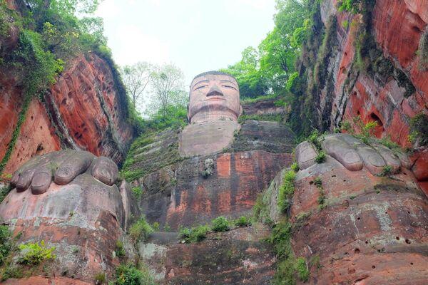 Каменная фигура Будды в китайском округе Лэшань