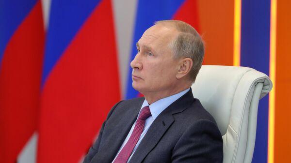 Президент РФ В. Путин посетил Кризисный центр МЧС РФ