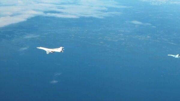Опубликовано видео полета российских Ту-160 над Балтикой