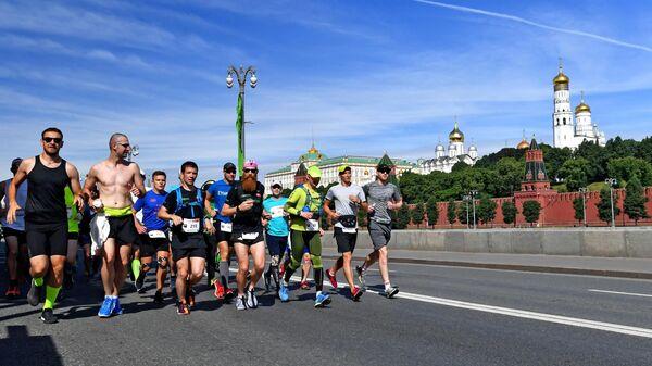 Участники благотворительного марафона в Москве.