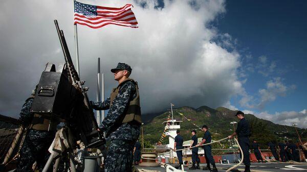 Военный на палубе корабля ВМС США