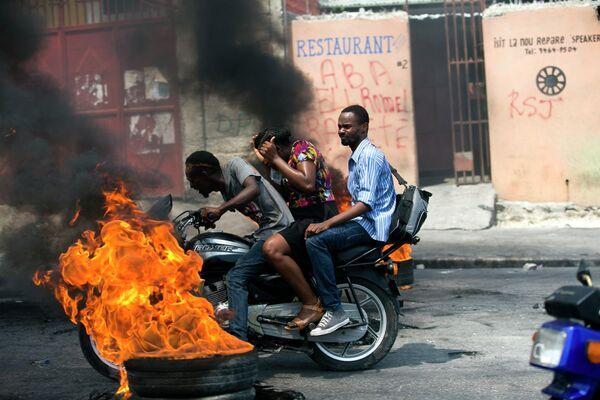 Акция протеста из-за нехватки топлива в Порт-о-Пренсе, Гаити