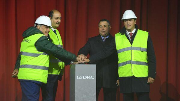 Игорь Руденя во время открытия цеха горячего цинкования на предприятии российско-итальянской компании Диэлектрические кабельные системы (ДКС) в Твери