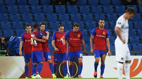 Футболисты Базеля радуются голу