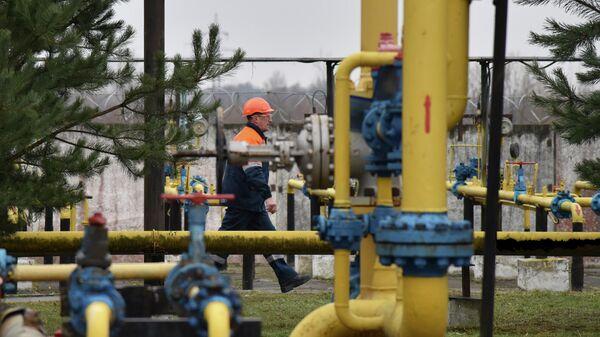 Рабочий на газовой станции на Украине
