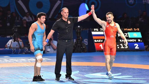 Справа налево: Давид Баев (Россия) и Нуркожа Кайпанов (Казахстан)