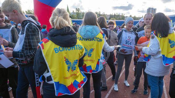 Участники забега в рамках Всероссийского дня бега Кросс Нации - 2019 на стадионе Спартак в Петрозаводске