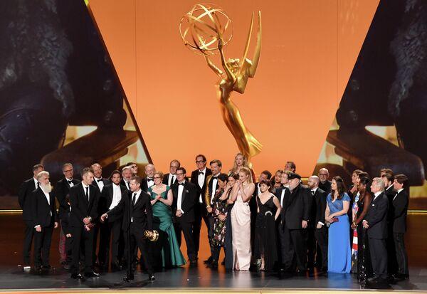 Съемочная группа Игры престолов на церемонии вручения премии Эмми в Лос-Анджелесе