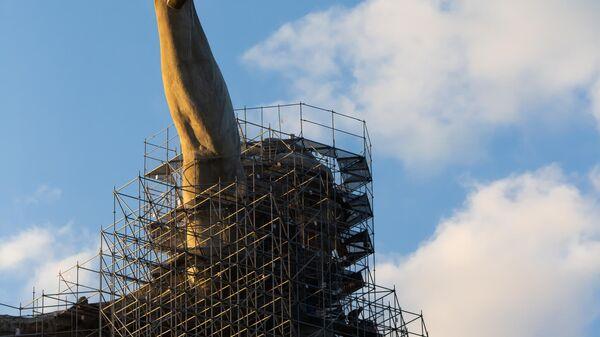 Реставрация монумента Родина-мать зовет в Волгограде