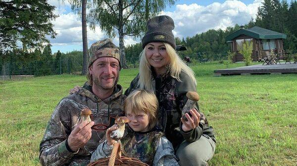 Евгений Плющенко, Яна Рудковская и их сын Александр