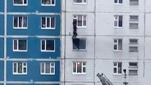 Вытащил из огня: мужчина в Нижневартовске спас жизнь незнакомке