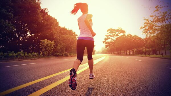 Девушка во время пробежки