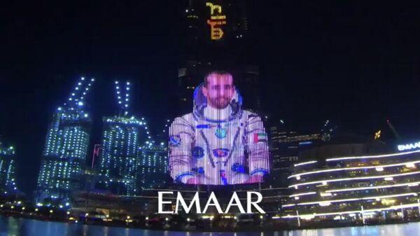 Изображение первого космонавта ОАЭ Хазза аль-Мансури на башне Бурдж аль-Халифа