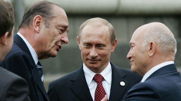 Президент Франции Жак Ширак,  президент России Владимир Путин и мэр Москвы Юрий Лужков (слева направо) на церемонии открытия памятника генералу Шарлю де Голлю