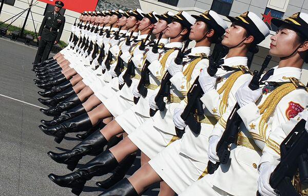 Репетиция военнослужащих разных родов войск армии Китая к параду в честь 70-летия образования КНР