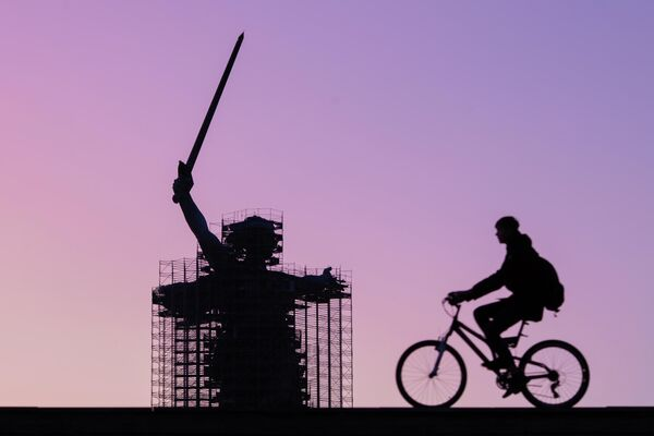 Вид на монумент Родина-мать зовет! в Волгограде