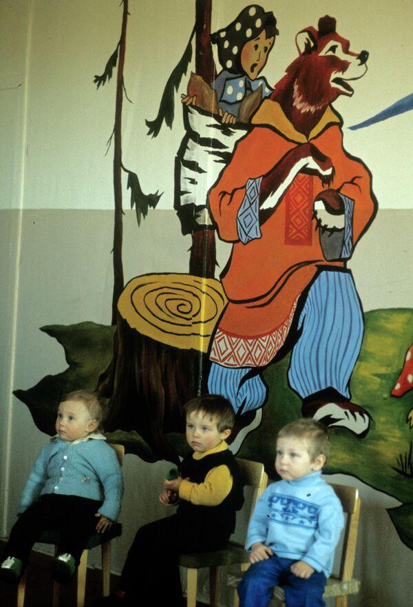 Воспитанники первого детского сада, построенного в поселке Хорогочи. Байкало-Амурская магистраль. 1977 год