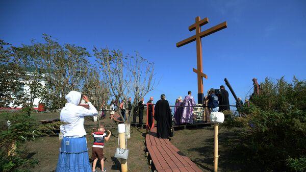 Освящение православного креста у маяка Басаргина в Приморье