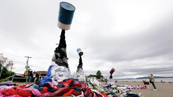 Художественная инсталляция в Сиэтле, чтобы привлечь внимание к текстильным отходам
