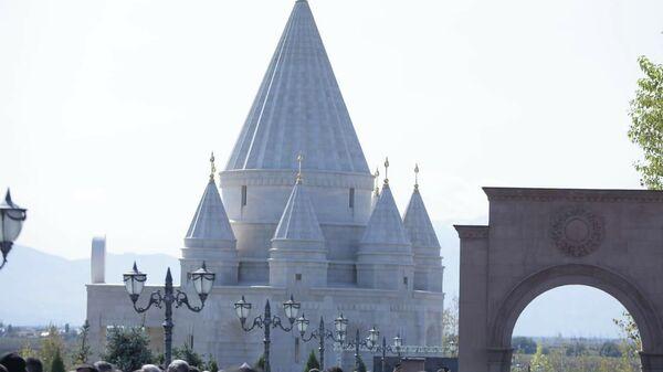 Храм Тавуси Малак и семь ангелов в Армении
