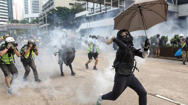 Участник протестов в Гонконге