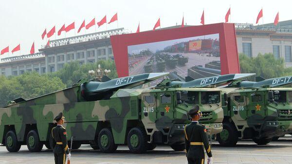 Баллистические ракеты средней дальности DF-17 на военном параде, приуроченном к 70-летию образования Китая, в Пекине