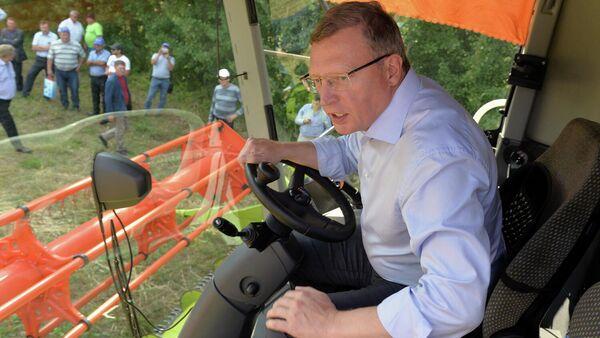 Омский губернатор представил проект морских поставок зерна