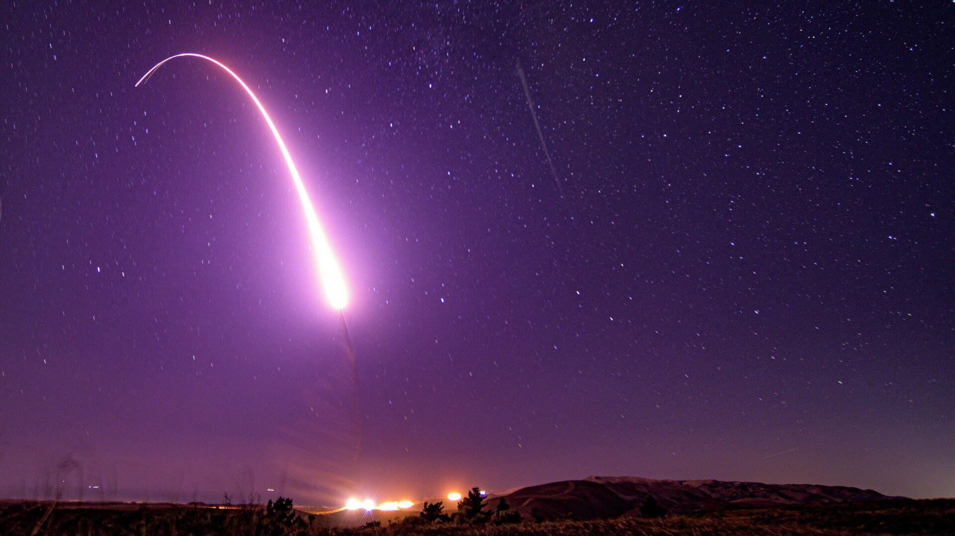 Пуск американской межконтинентальной баллистической ракеты Minuteman III - РИА Новости, 1920, 06.05.2021