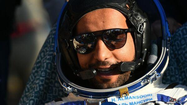 Космонавт ОАЭ Хаззаа аль-Мансури после посадки спускаемого аппарата пилотируемого космического корабля Союза МС-12