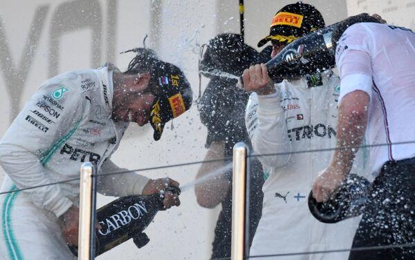 Призеры 16-го этапа чемпионата мира по кольцевым автогонкам в классе Формула-1 ВТБ Гран-при России 2019 на церемонии награждения