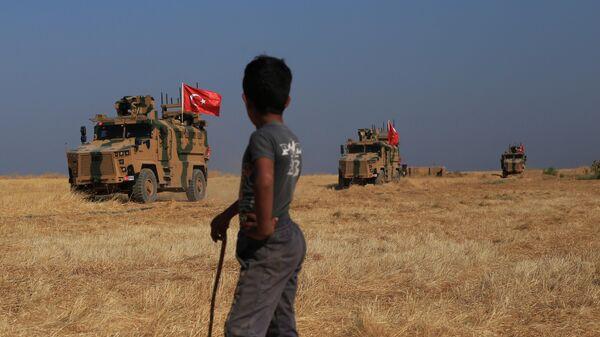 Турецкая бронетехника в районе города Эт-Телль-эль-Абьяд, Сирия