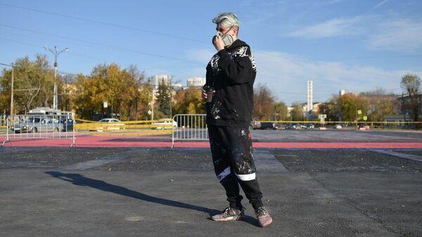 Стрит-арт художник Покрас Лампас восстановил свою испорченную работу на Площади первой пятилетки в Екатеринбурге